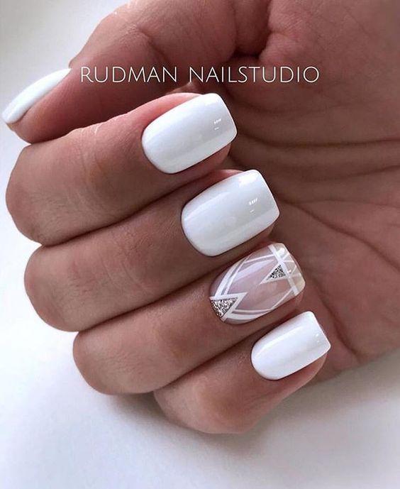 Белые длинные ногти